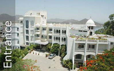 Hotel Hilltop Palace - Lake facing hotels in Udaipur.